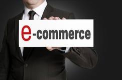 Elektronische handelteken door zakenman wordt gehouden die Stock Foto