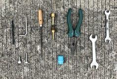 Elektronische hulpmiddelen op Cement, achtergrond Royalty-vrije Stock Foto