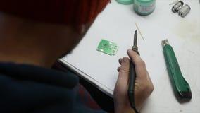 Elektronische ingenieurs solderende kring perfboard stock videobeelden