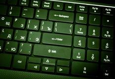Elektronische inzameling - laptop toetsenbord De nadruk op Enter stock afbeelding