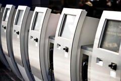 Elektronische kaartjesautomaten Stock Foto's
