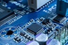 Elektronische kringen in futuristisch technologieconcept stock foto