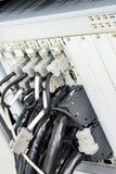 Elektronische module met heel wat verbonden kabels en schakelaars stock fotografie