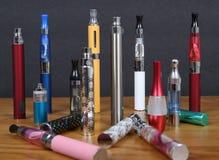 Elektronische sigaretten Stock Afbeeldingen