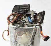 Elektronische Teile von den Computern im Abfalleimer stockfoto