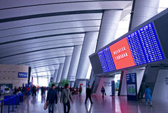Elektronischer Bildschirmzeitplan der Bahnhofshalle Lizenzfreies Stockbild