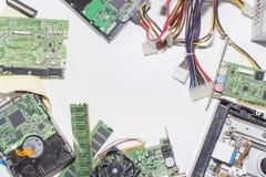 Elektronischer Schaltkreis auf einem weißen Hintergrund, Draufsicht, lizenzfreies stockfoto