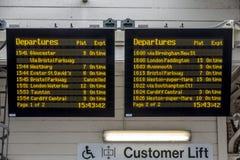 Elektronischer Zeitplan auf Plattform Stockfotografie
