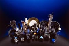 Elektronisches Bauelement auf dunkelblauem Stockbilder