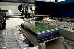 Elektronisches Bauelement der Produktion lizenzfreie stockfotos