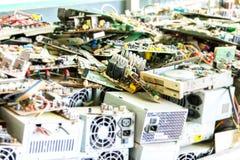 Elektronisk avfalls som är klar för återanvändning royaltyfria foton