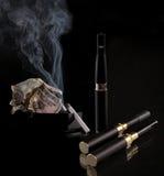 Elektronisk cigarett arkivbilder