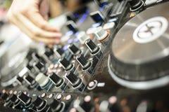 Elektronisk discjockeykonsol Arkivfoto