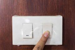 Elektronisk-ljus för trycka på för hand Royaltyfri Foto