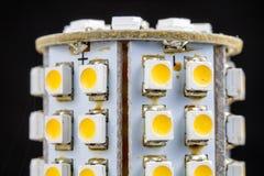 Elektronisk ljusdiod på ett elektroniskt bräde Moderna vägar av belysning Fotografering för Bildbyråer