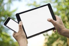 Elektronisk minnestavla och smartphone Royaltyfri Bild
