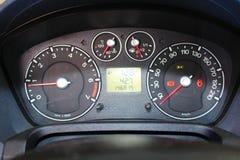 elektronisk navigering för bilkonsolinstrumentbräda Instrumentbräda av en isolerade bil och medel Modern bilinstrumentbrädadetalj Arkivbild