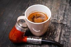 Elektronisk rör och kopp kaffe royaltyfria foton
