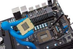 Elektronisk samling - installation av processorn Royaltyfri Bild