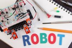 Elektronisk sats för STAM eller för DIY, linje idéer för spårningrobotkonkurrens Royaltyfri Bild