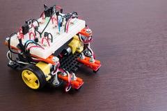 Elektronisk sats för STAM eller för DIY, linje idéer för spårningrobotkonkurrens Arkivfoto