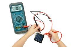 elektronisk sol- tester för batteri Arkivfoton