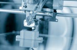Elektronisk tredimensionell plast- skrivare under arbete, 3D skrivare, printing 3D Fotografering för Bildbyråer