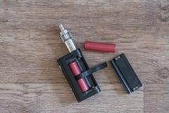 Elektroniska cigarettbatterys är en närbild Royaltyfri Bild