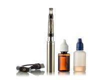 Elektroniska cigaretter som isoleras på vit Fotografering för Bildbyråer