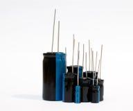 Elektroniska delar - elektrolytisk kondensator fotografering för bildbyråer
