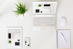 Elektroniska grejer för svars- designtemaexempel på vit bakgrund Arkivfoton