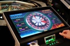 Elektroniska kasinorouletthjul och bildskärmar Royaltyfria Bilder
