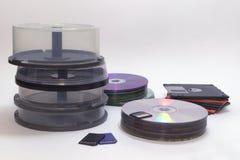 Elektroniska och fysiska lagringar för information Buntar av kakan arkivfoto