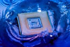 Elektroniskt begrepp för teknologi nedgång för CPU-RAMdator in i Arkivbild