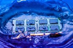 Elektroniskt begrepp för teknologi nedgång för CPU-RAMdator in i Arkivfoton