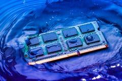 Elektroniskt begrepp för teknologi nedgång för CPU-RAMdator in i Arkivfoto