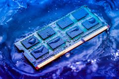 Elektroniskt begrepp för teknologi nedgång för CPU-RAMdator in i Royaltyfri Bild