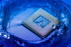 Elektroniskt begrepp för teknologi nedgång för CPU-RAMdator in i Arkivbilder