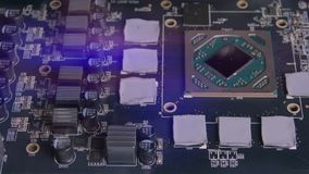 Elektroniskt bräde för PC med elektriska delar Mikrochipers, chiper och elektronik av datorutrustning Moderkort lager videofilmer