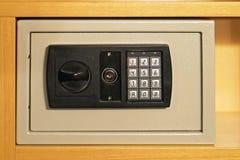 Elektroniskt kassaskåp Arkivbild