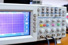 elektroniskt oscilloskop för apparat fotografering för bildbyråer