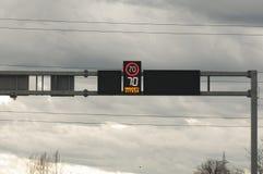 Elektroniskt tecken för hastighet royaltyfria bilder