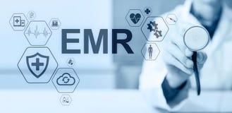 Elektroniskt v?rd- rekord HENNE EMR Medicin- och sjukv?rdbegrepp Medicinsk doktor som arbetar med modern PC royaltyfri illustrationer