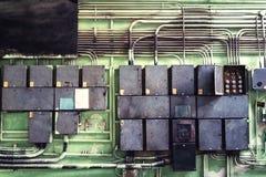 Elektropaneel met zekeringen en contractanten in controlemechanismeruimte Royalty-vrije Stock Afbeeldingen