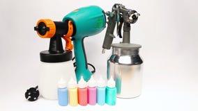 Elektrospuitpistool voor kleuring, voor kleurenverpulvering stock footage