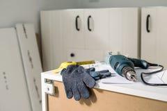 Elektrowerkzeuge und Ausrüstung diy instrallation Küche stockbild