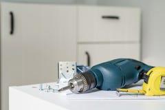 Elektrowerkzeuge und diy Installationsküche der Ausrüstung stockfoto