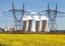 Elektrownia Dukovany z złotym rapeseed polem Fotografia Stock