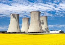 Elektrownia jądrowa z rapeseed polem Zdjęcie Stock
