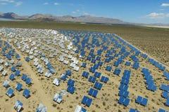 Elektrownia na słonecznych bateriach Źródło alternatywne energia jest panel słoneczny obrazy stock